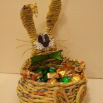 cestino -coniglietto realizzato con il riciclo della carta