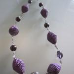 collana di carta viola,con catena argentata e perle viola