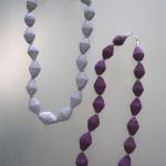 collane ecologiche montate con perle di carta ondulata
