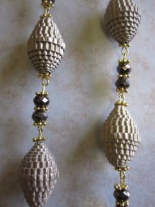 Perle di carta ondulata dorata