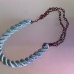 collana verde menta, tecnica a spirale