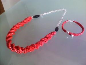 collana rossa, tecnica a spirale