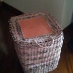 Cesto quadrato realizzato con carta di riciclo